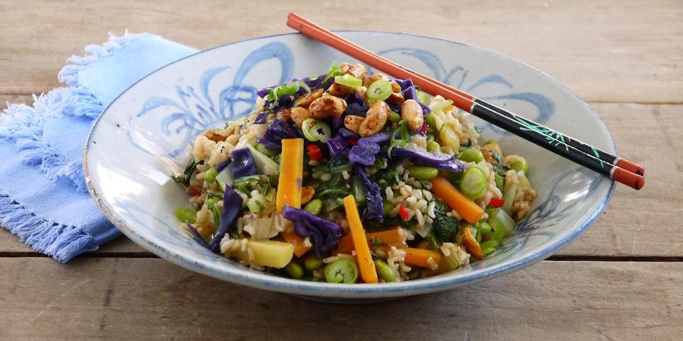 Wk 9 gebakken rijst met veel groenten NL sojabonen cruchy pinda FP