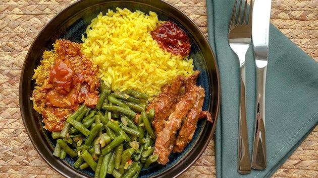 Wk 14 SAM SAM Surinaams rijsttafeltje met kip en gebakken spinazie
