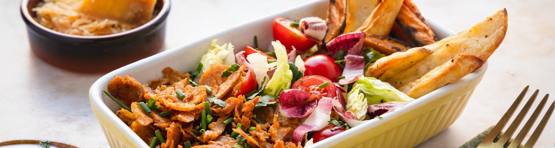 Wk 14 Vegetarische Karma Kebab met Beemster aardappels bataatfrietjes sla roodlof cherrytomaatjes overjarig