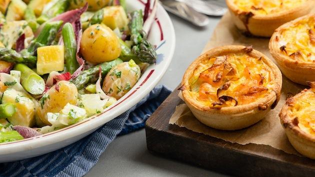 Maaltijdbox recept zalm preiquiche met salade