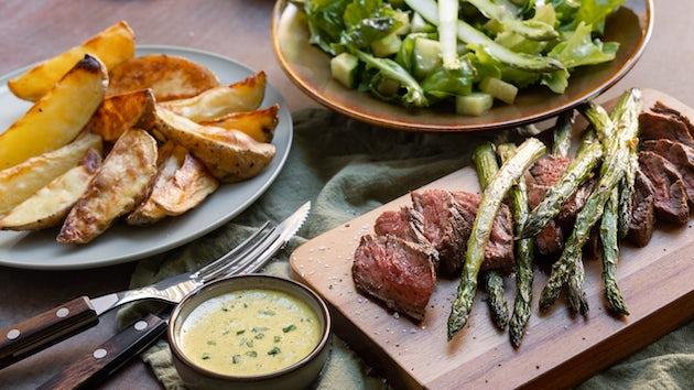 Bavette met bearnaisesaus aardappels en asperges | Maaltijdbox recept