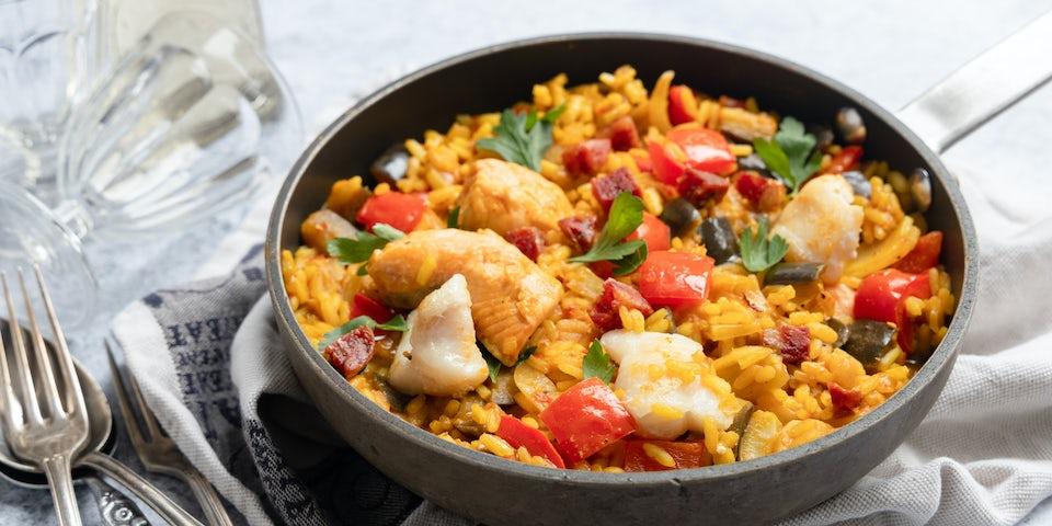 Vispaella met chorizo aubergine en paprika recept | Maaltijdboxen recepten