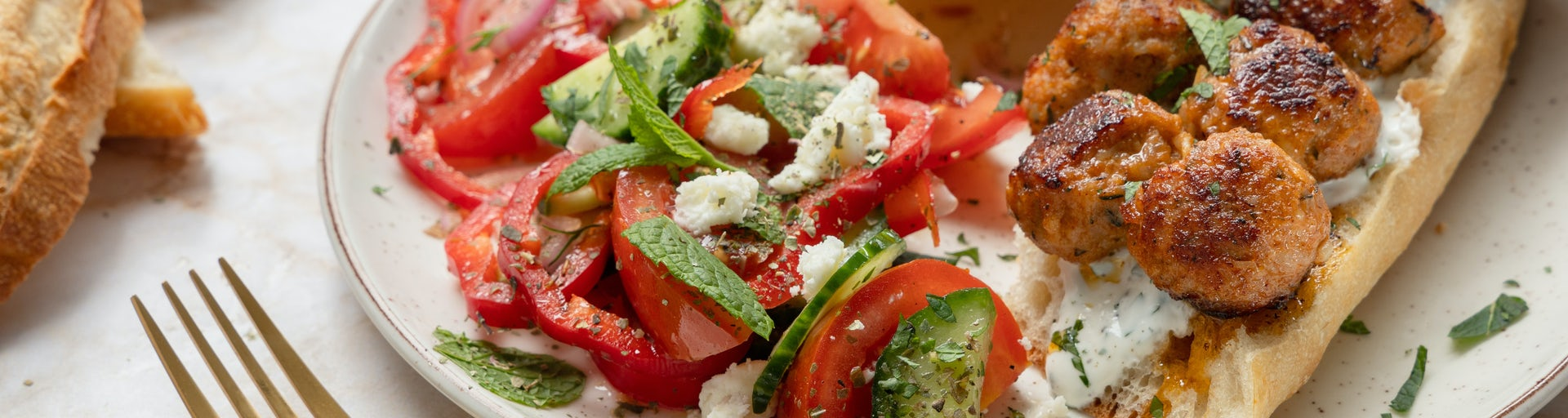 Kipköfte met Griekse salade   Maaltijdboxen recepten
