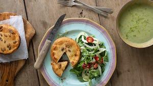 Vegan currypie met broccoli soep en Oosterse salade   Maaltijdbox recepten