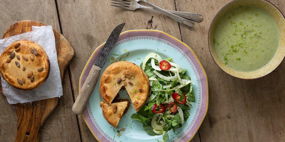 Vegan currypie met broccoli soep en Oosterse salade | Maaltijdbox recepten