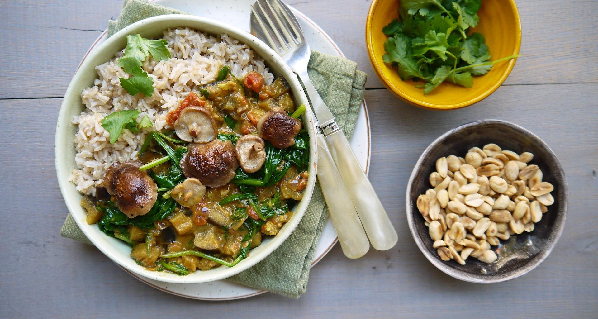 Wk 39 curry spinazie shiitake pinda koriander