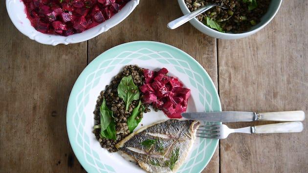 Gebakken dorade met linzen en bietensalade | maaltijdbox recepten