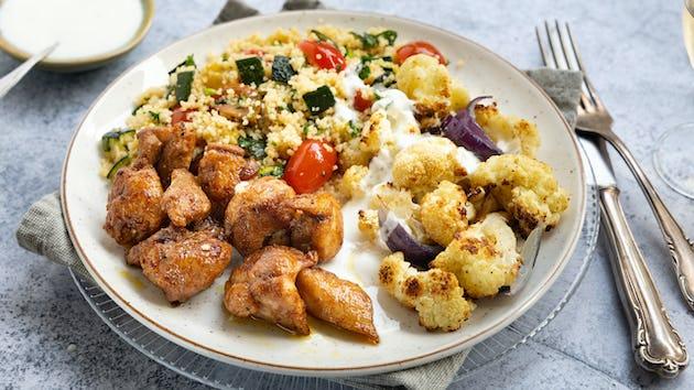 Kruidige kippendij met bloemkool couscous en yoghurtsausje   maaltijdbox recepten
