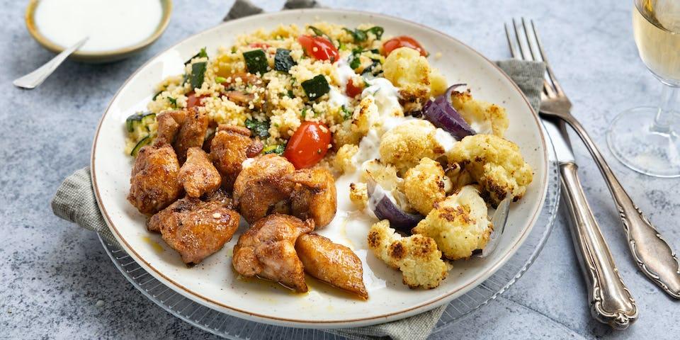 Kruidige kippendij met bloemkool couscous en yoghurtsausje | maaltijdbox recepten