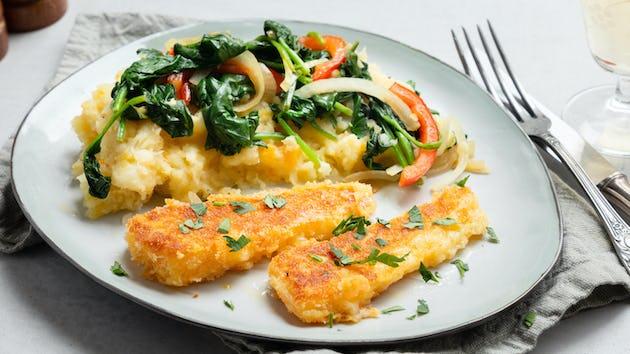 Drie groentestamp met spinaziewokje en zelfgemaakte kaasschnitzelpuntjes | Maaltijdbox recepten