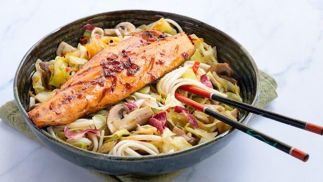 Pittige makreel met noedels en veel groenten | Maaltijdbox recepten