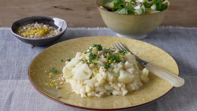 Bloemkoolrisotto met hazelnootcrunch en roodlof-appel slaatje | Maaltijdbox recepten