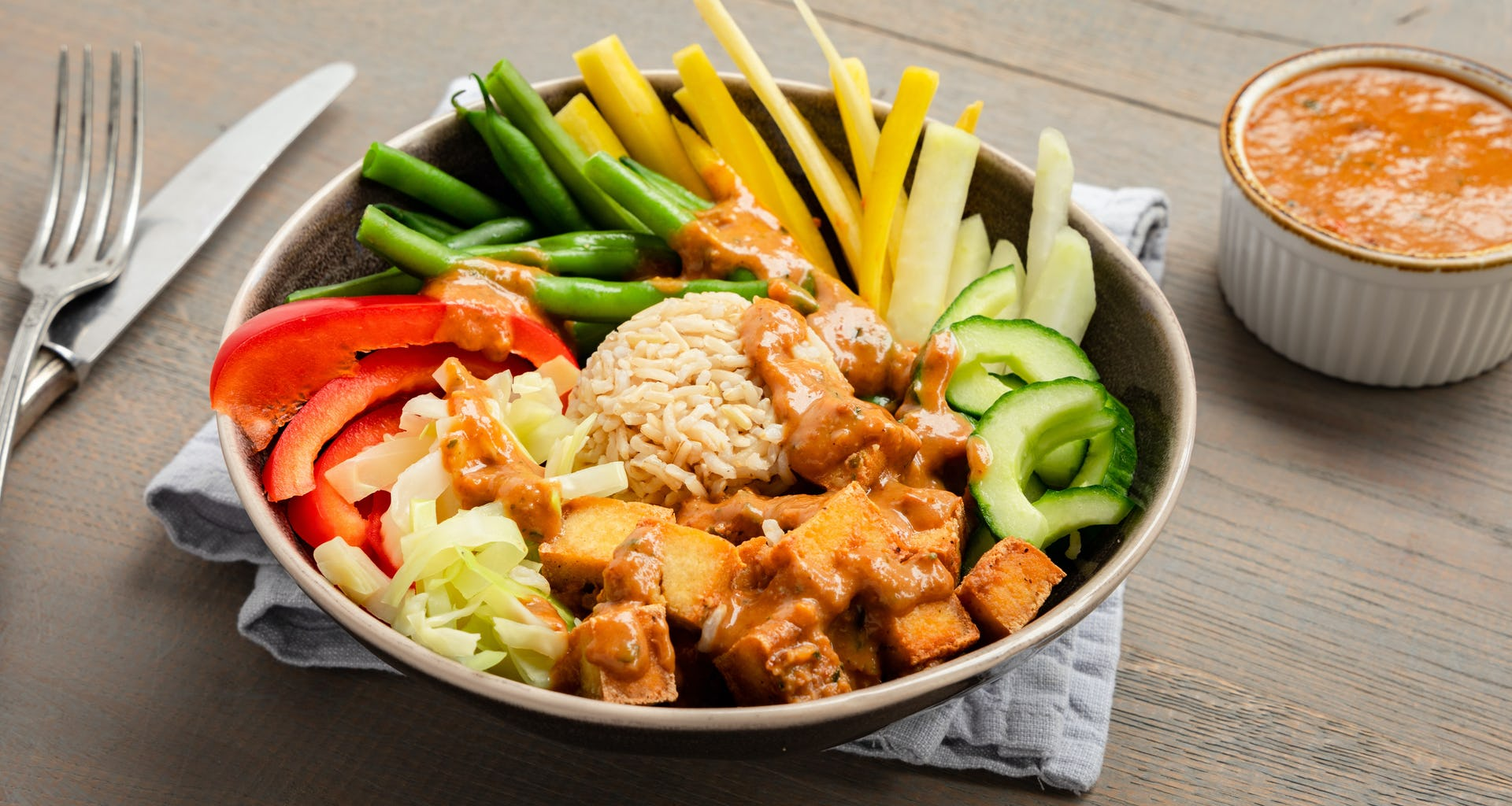 Gado Gado met veel groenten, tahoe en katjangsaus van Bartje Boemboe | Maaltijdbox recepten